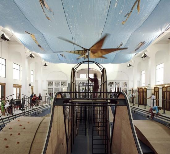 Aire de jeux dans l'ancienne piscine art-déco de Bègles