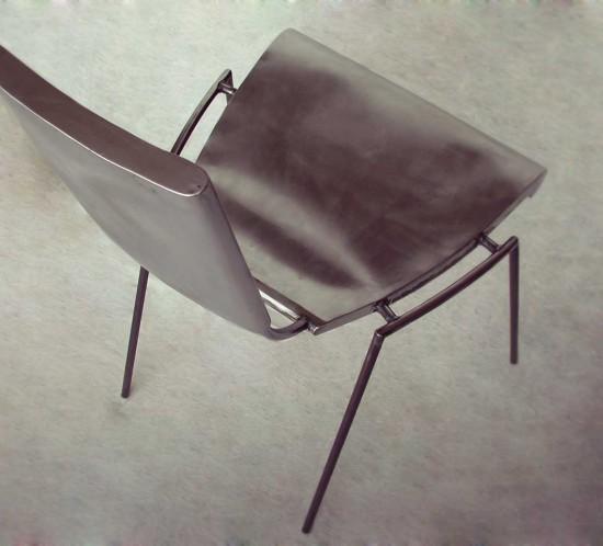 chaise en acier brossé finition vernis mat