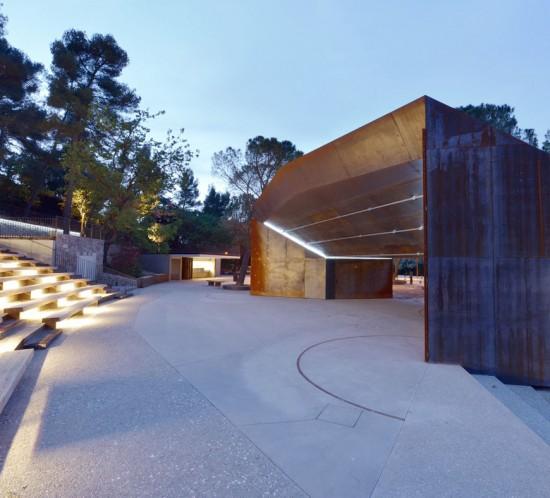 Théâtre de verdure, ossature bois, couverture corten, mobilier urbain, bancs, gradins